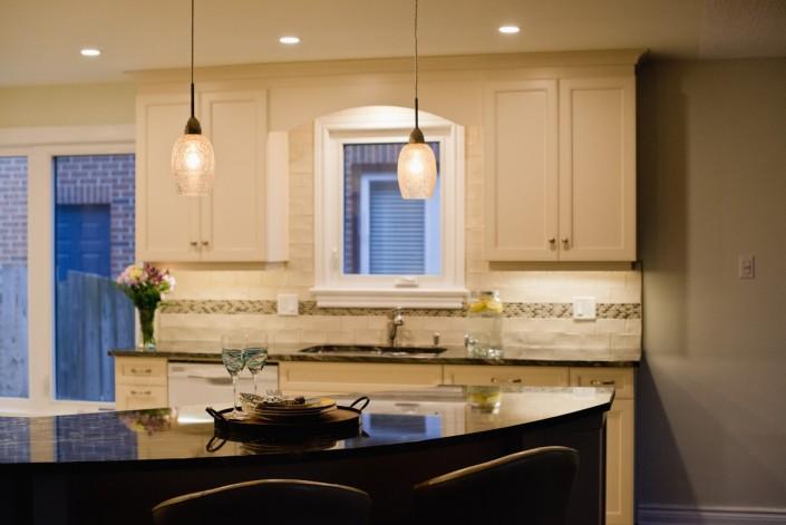 Synergy3 Construction Ottawa Kitchen Renovation, Kitchen Breakfast Bar, White Cabinets, Kitchen Natural Light