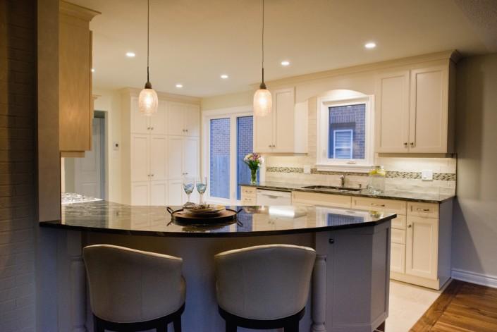 Synergy3 Construction Ottawa Kitchen Renovation, Kitchen Bar Stools, Cabinet Renovations, Backsplash